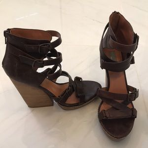 Distressed leather high sandal in brown size 38